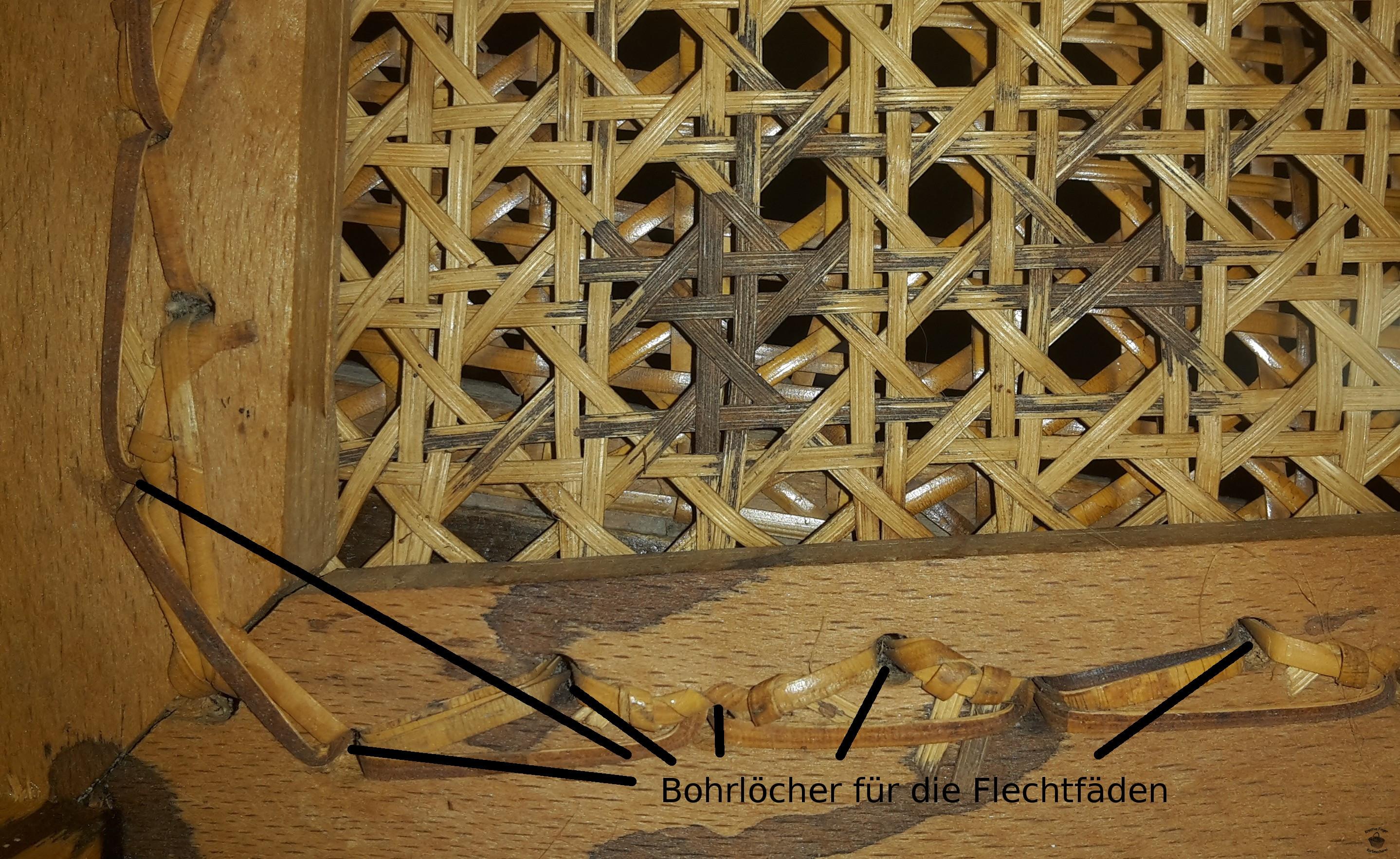 Reparabel: Stuhlgeflecht aus einzelnen Fäden und Bohrlöcher von unten erkennbar