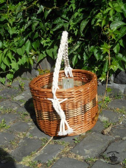 Henkelkorb aus geschälten Weiden mit Baumwollhenkel