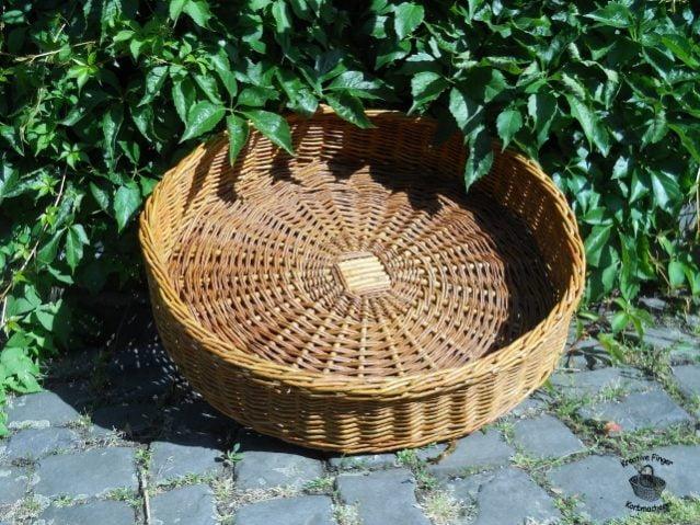 Füllkorb aus ungeschälten Weiden. Durchmesser ca. 60cm