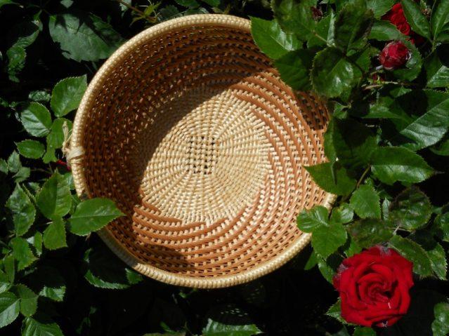 Schale aus Weidenschienen (Feinflechtarbeit)